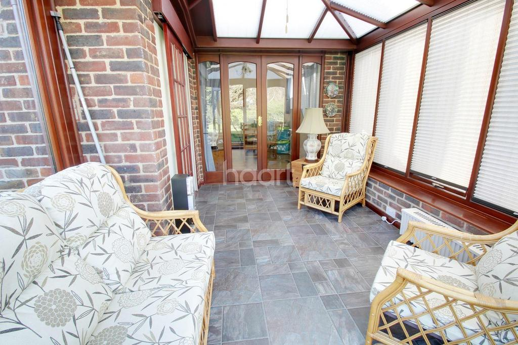 2 Bedrooms Bungalow for sale in Stony Wood, Harlow