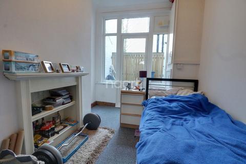 1 bedroom flat for sale - Winton Avenue, Westcliff on Sea