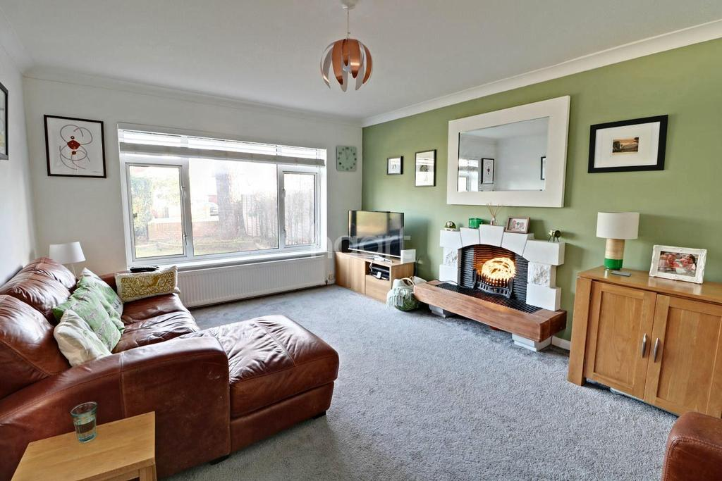 4 Bedrooms Detached House for sale in Canterbury Road, Farnborough