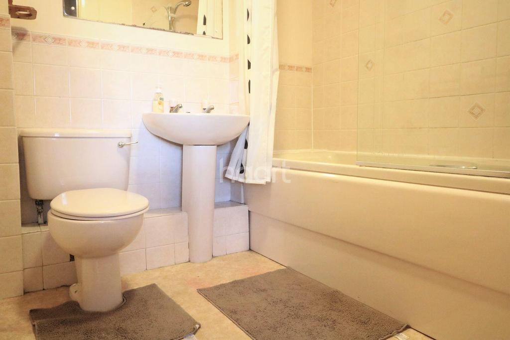 1 Bedroom Flat for sale in Shepperton Court, Shepperton