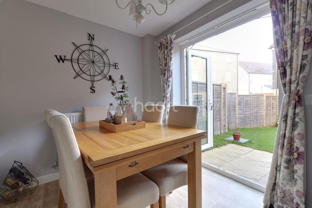 4 Bedrooms Terraced House for sale in Truscott Avenue, Swindon, Wiltshire