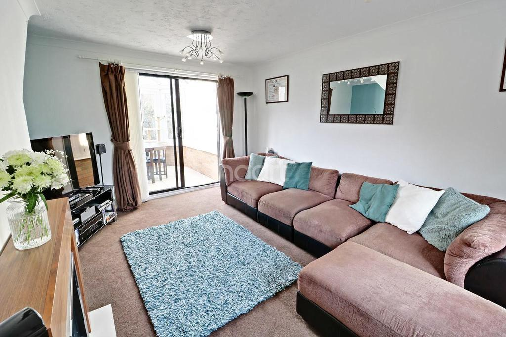 3 Bedrooms Semi Detached House for sale in Teesdale, Lowestoft