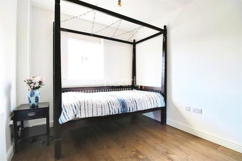 4 bedroom terraced house for sale - Jepson Drive, Dartford, DA2