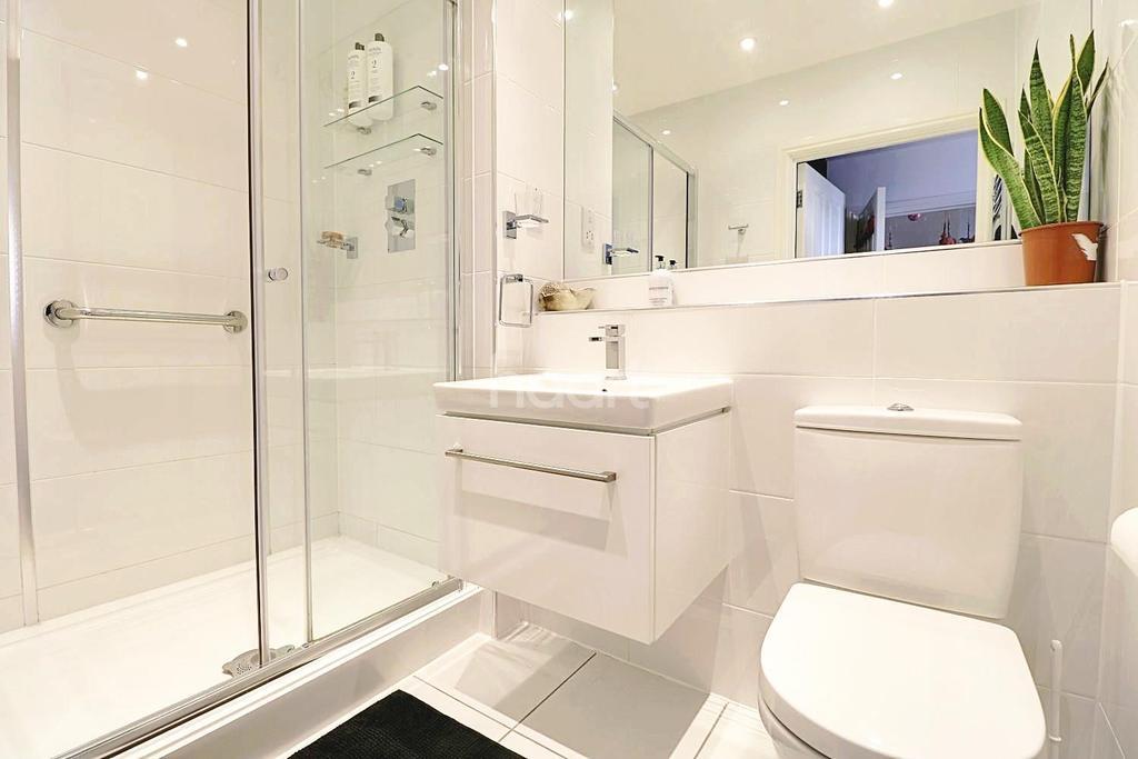 4 Bedrooms Terraced House for sale in Jepson Drive, Dartford, DA2