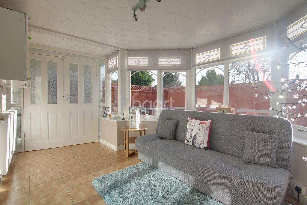 3 Bedrooms Bungalow for sale in Lindale Close, Northampton