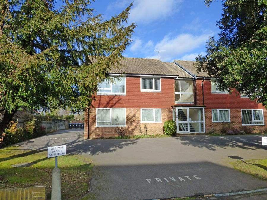 2 Bedrooms Flat for sale in Mill Park, Park Road, RH15