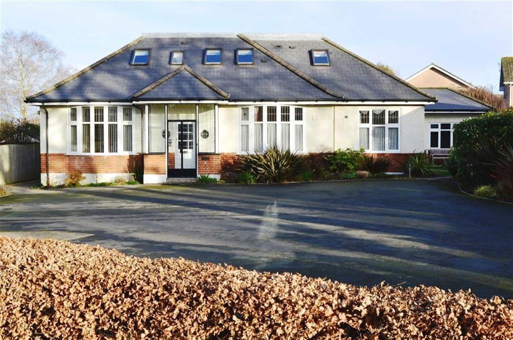 2 Bedrooms Flat for sale in Gravel Hill, Wimborne, Dorset