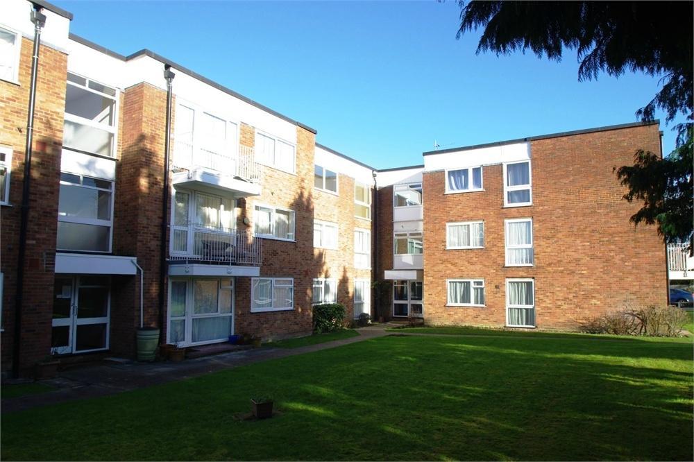 2 Bedrooms Flat for rent in Eastbury Road, Watford, Hertfordshire