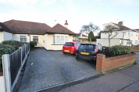 2 bedroom bungalow for sale - Carlingford Drive, Southend-On-Sea, Essex