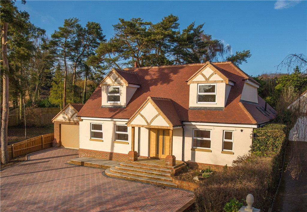 4 Bedrooms Detached House for sale in Heathbrow Road, Oaklands, Welwyn