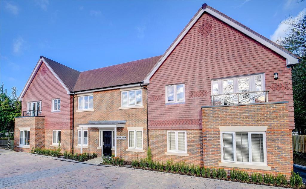 2 Bedrooms Maisonette Flat for sale in Weston Grove, Headley Road, Grayshott, Surrey