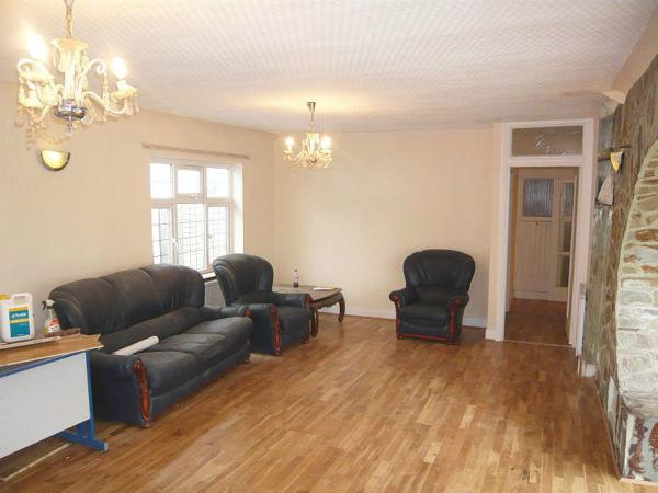 5 Bedrooms House Share for rent in Byng Drive, Potters Bar, Herts EN6