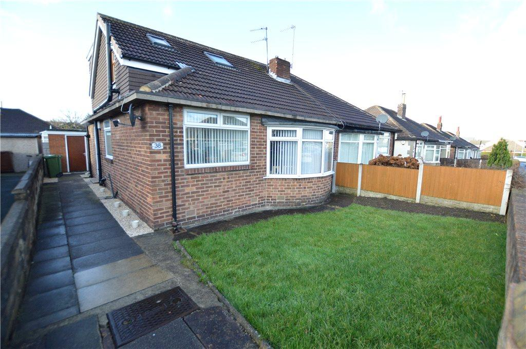 4 Bedrooms Semi Detached Bungalow for sale in Kennerleigh Walk, Leeds, West Yorkshire