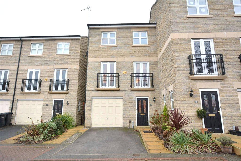 4 Bedrooms Terraced House for sale in Mill Beck Close, Farsley, Pudsey, West Yorkshire