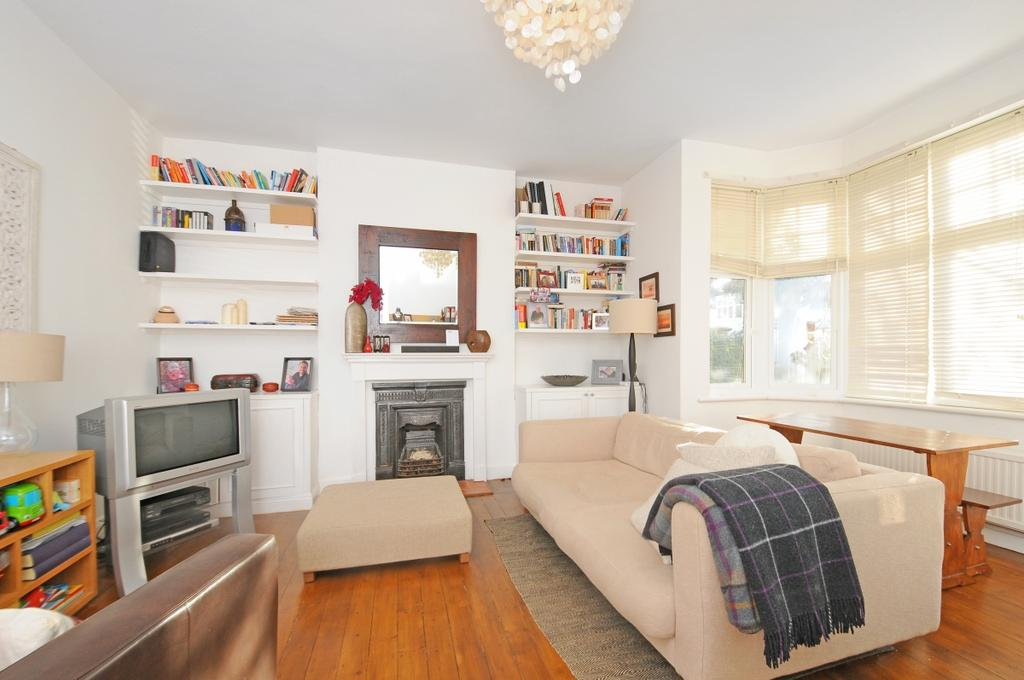 2 Bedrooms Apartment Flat for rent in Melbury Gardens SW20
