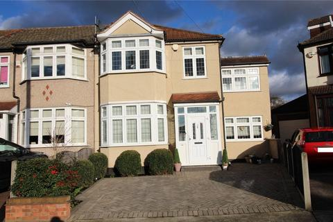 4 bedroom end of terrace house for sale - Amery Gardens, Romford, RM2