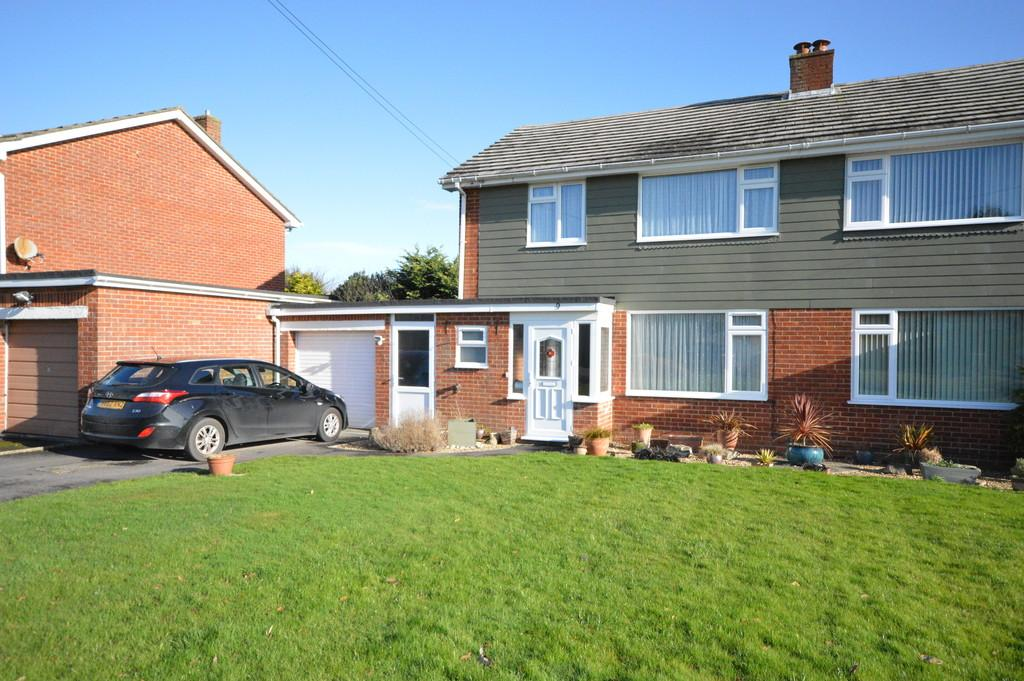 3 Bedrooms Semi Detached House for sale in Warwick Avenue, New Milton