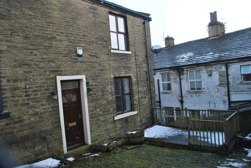2 Bedrooms Terraced House for sale in Springfield Street, Thornton, BD13 3HR