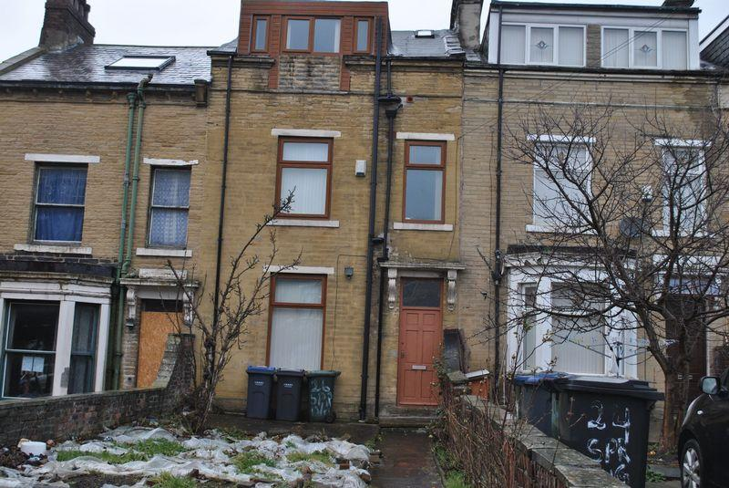 4 Bedrooms Terraced House for sale in Spring Place, Bradford, BD7 1RG