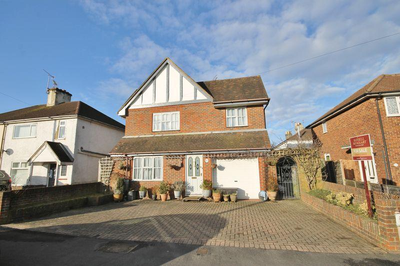5 Bedrooms Detached House for sale in Junction Road, Burgess Hill, West Sussex