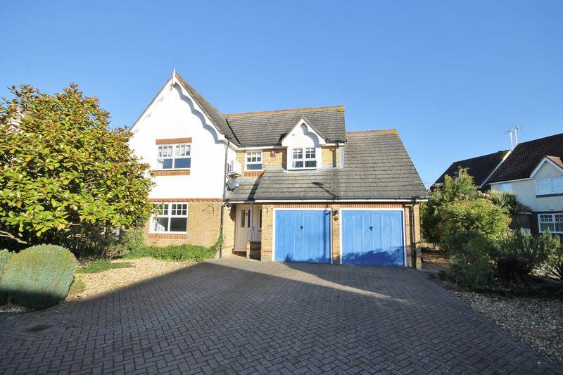 4 Bedrooms Detached House for sale in The Oaks, Burgess Hill, West Sussex