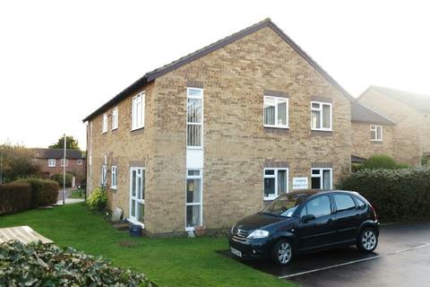 2 bedroom flat for sale - Larks Meade, Lower Earley, Reading, RG6 5TA
