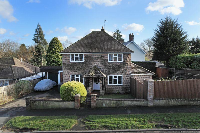 3 Bedrooms Detached House for sale in Medway, Crowborough, East Sussex