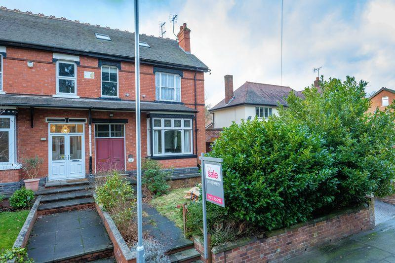 4 Bedrooms Semi Detached House for sale in Richmond Road, Finchfield, Wolverhampton