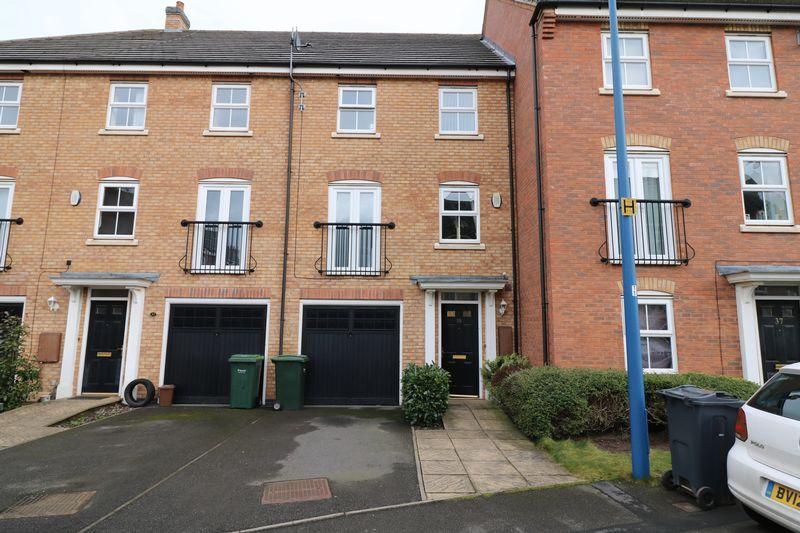3 Bedrooms Town House for sale in Gough Drive, Tipton
