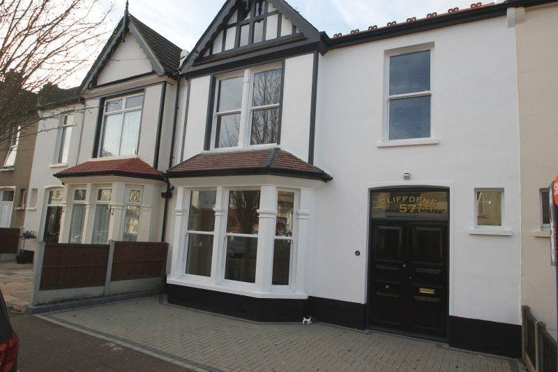 4 Bedrooms Terraced House for sale in Cotswold Road, Westcliff-On-Sea