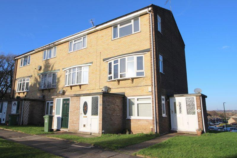 2 Bedrooms Maisonette Flat for sale in Langdon Shaw, Sidcup DA14 6AX