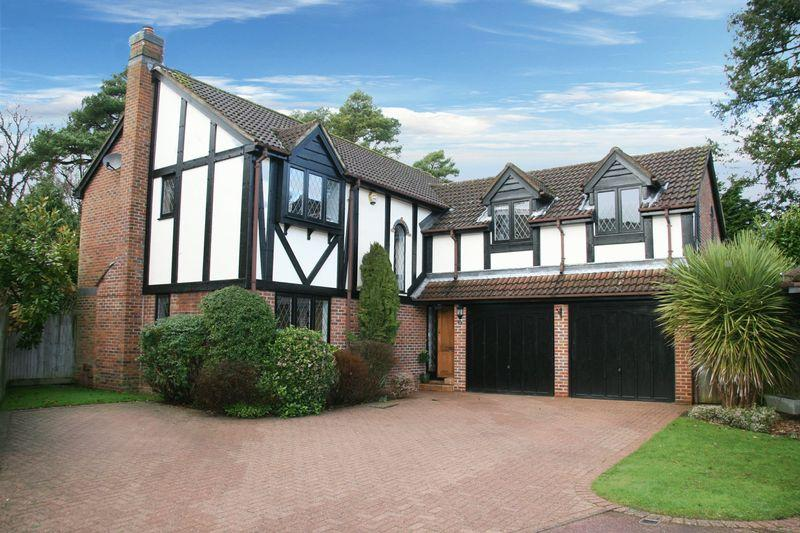 5 Bedrooms Detached House for sale in Hammond End, Farnham Common, Buckinghamshire SL2