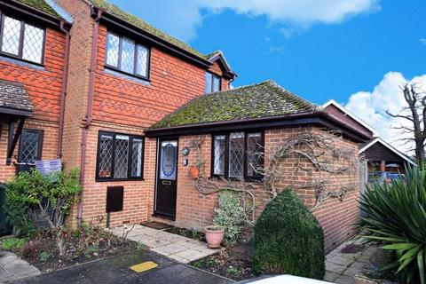 2 bedroom end of terrace house to rent - Haslewood Close, Smarden