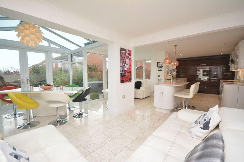 4 Bedrooms Detached House for sale in Esgair Y Llys, Bridgend