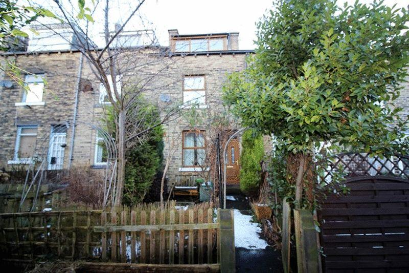 3 Bedrooms Terraced House for sale in Third Avenue, Halifax