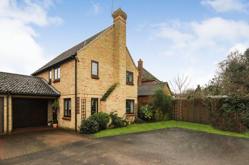 4 Bedrooms Detached House for sale in Beverley Gardens, Clophill