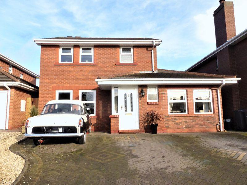 4 Bedrooms Detached House for sale in Lawnswood, Sutton Coldfield