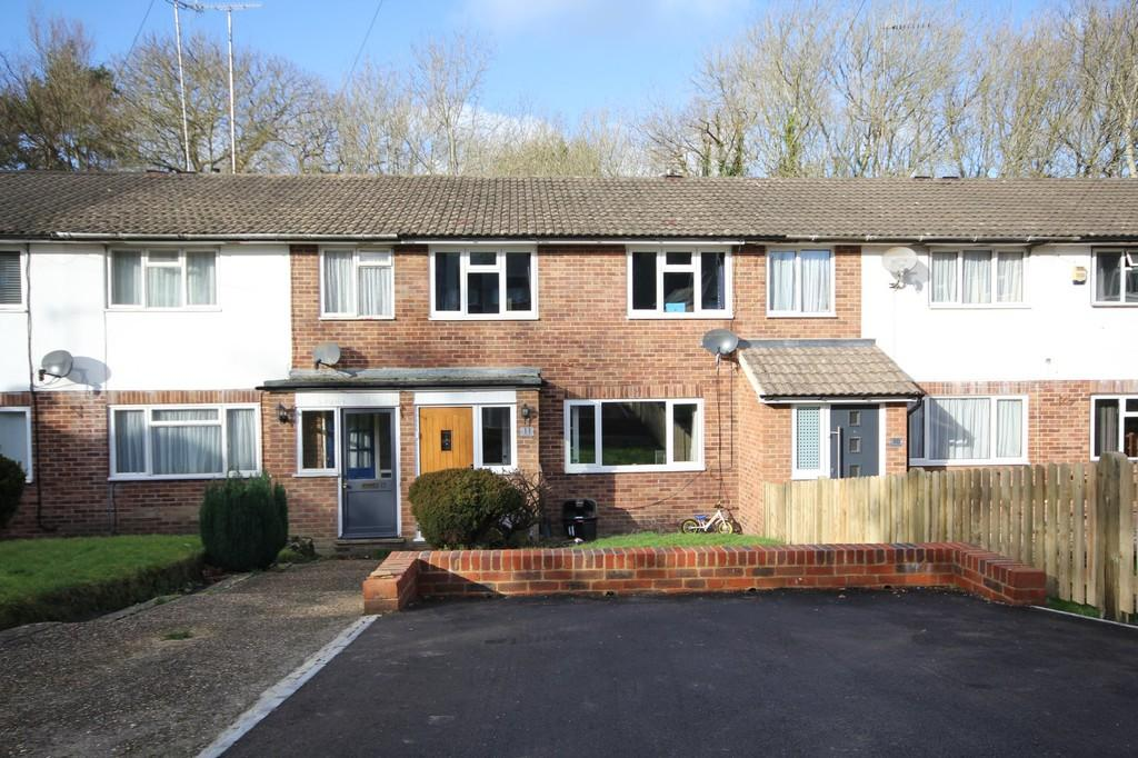 3 Bedrooms Terraced House for sale in Knowle Close, Crowborough