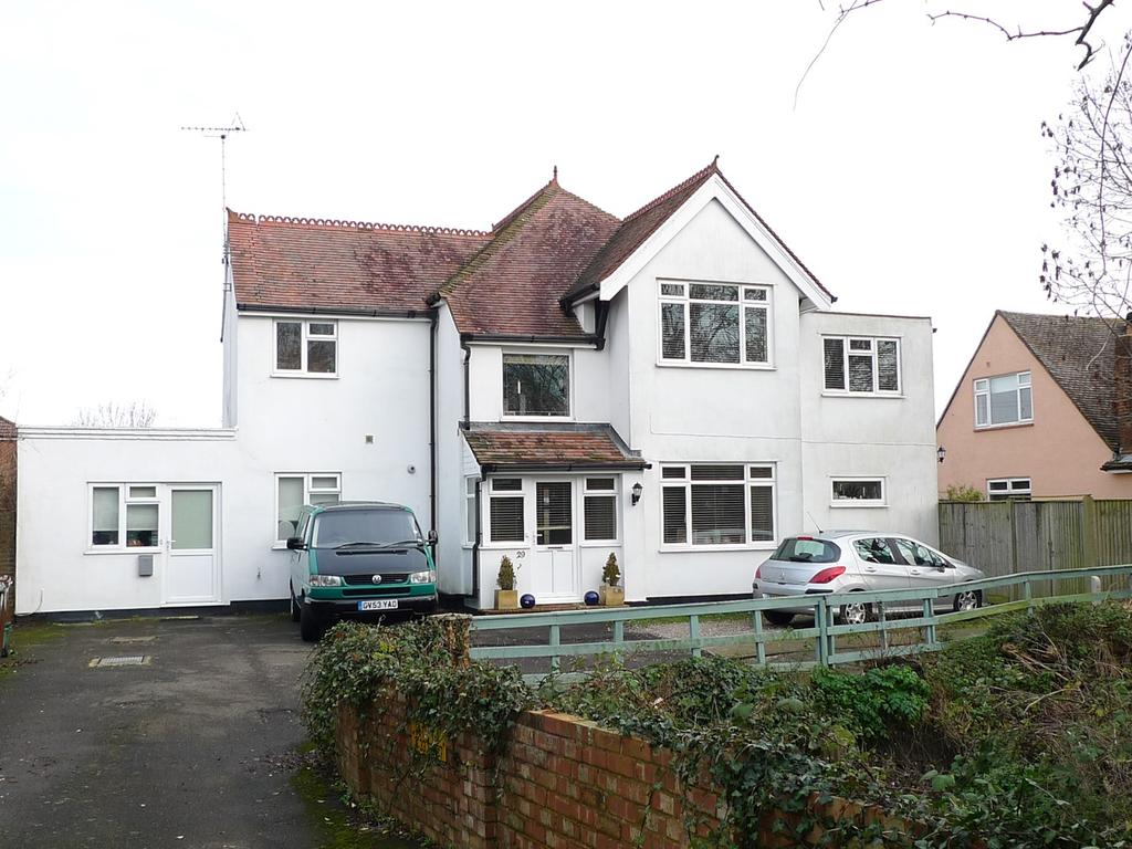 5 Bedrooms Detached House for sale in Elm Grove, Hampden Park, Eastbourne, BN22