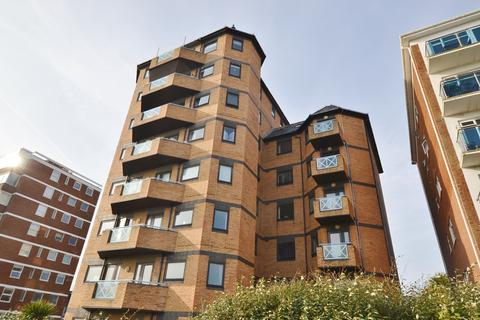 3 bedroom detached house to rent - 227 Kingsway, HOVE, BN3