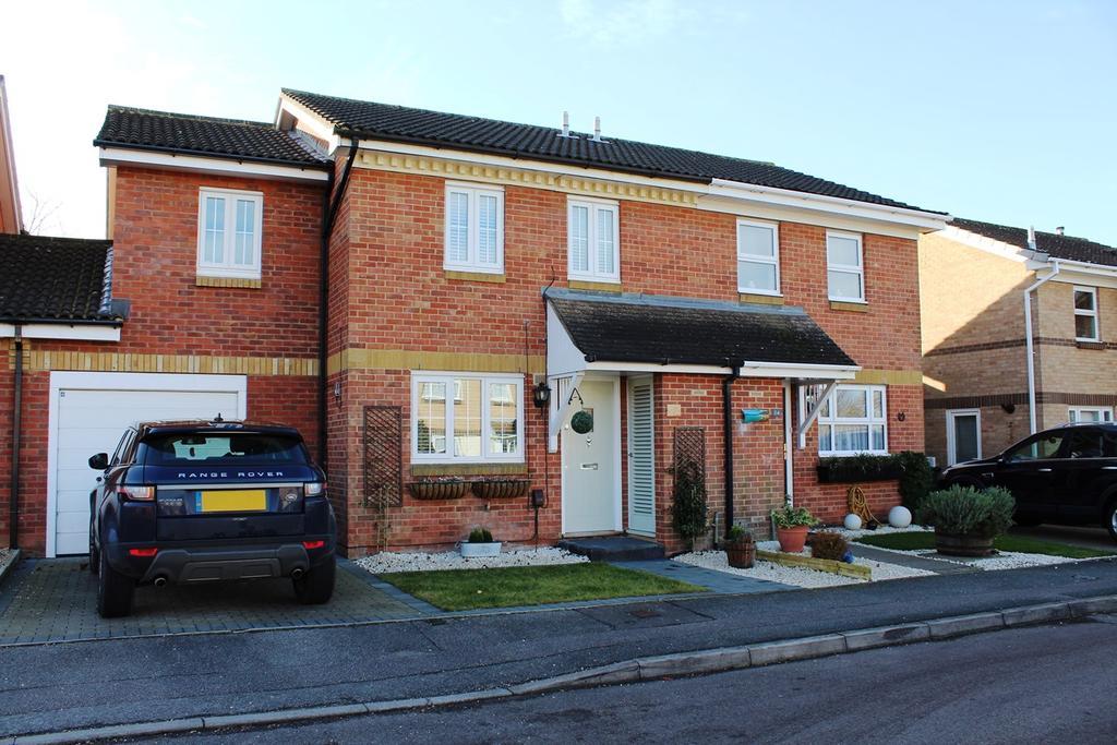 3 Bedrooms Semi Detached House for sale in Eisenberg Close, Baldock, SG7