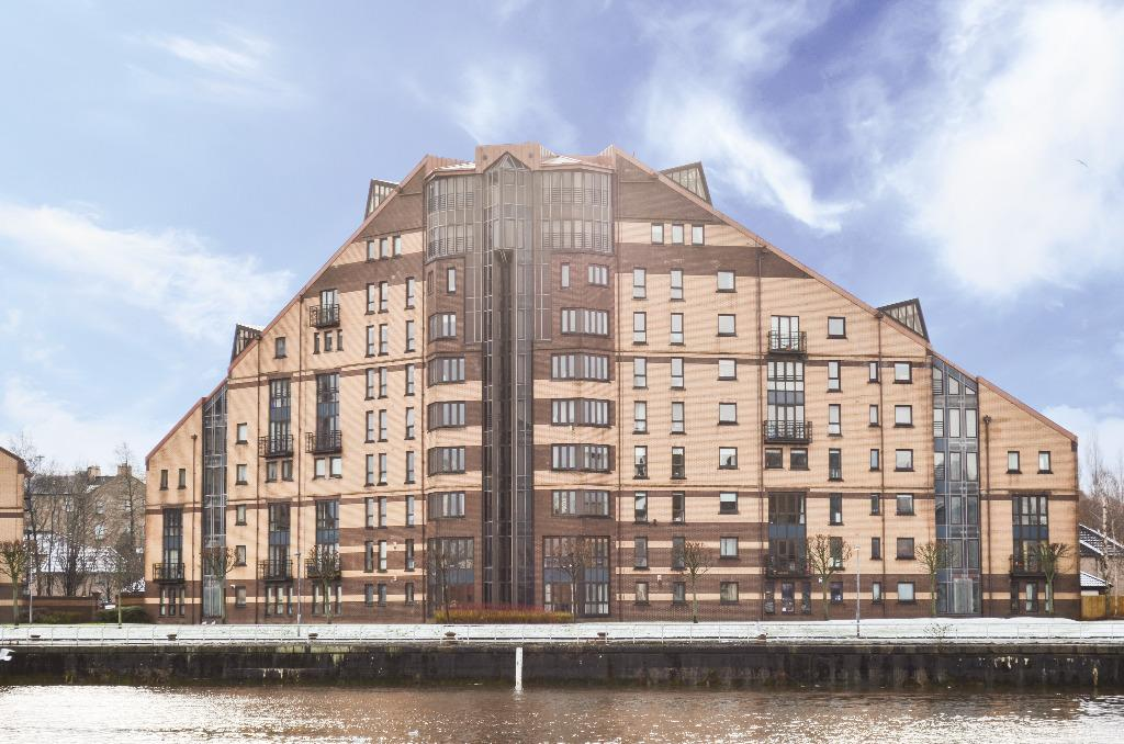 3 Bedrooms Flat for sale in Mavisbank Gardens, Flat 6, Glasgow, Glasgow, G51 1HG