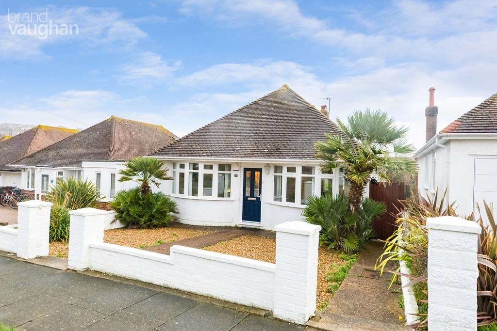 3 Bedrooms Detached Bungalow for sale in Chichester Drive West, Saltdean, Brighton, BN2