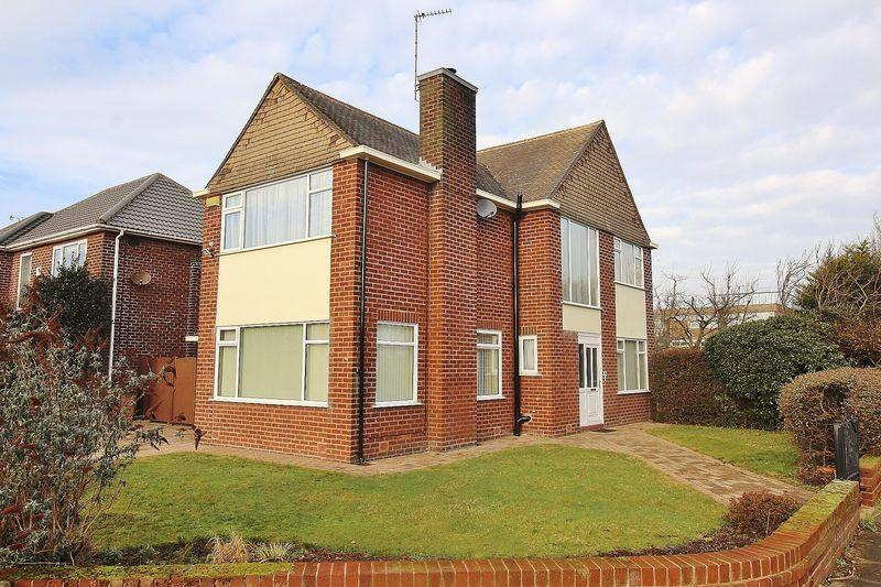 3 Bedrooms Detached House for sale in Sandringham Road, Ainsdale