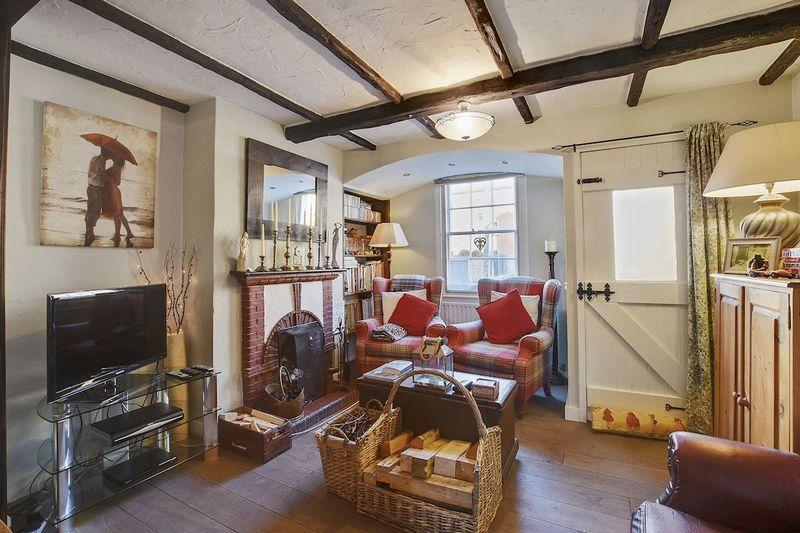 2 Bedrooms Cottage House for sale in Weir Pond Road, Rochford
