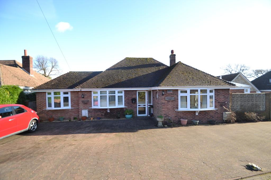 4 Bedrooms Detached Bungalow for sale in Thornton Manor Drive, Ryde
