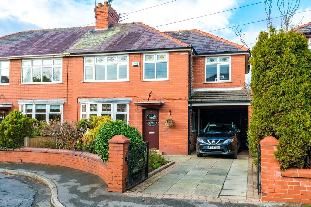4 Bedrooms Semi Detached House for sale in Kiln Close, Eccleston, St. Helens