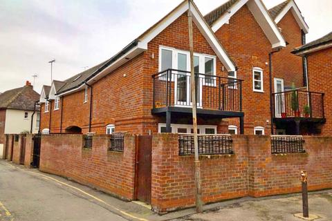 2 bedroom mews to rent - Crown Lane, Marlow