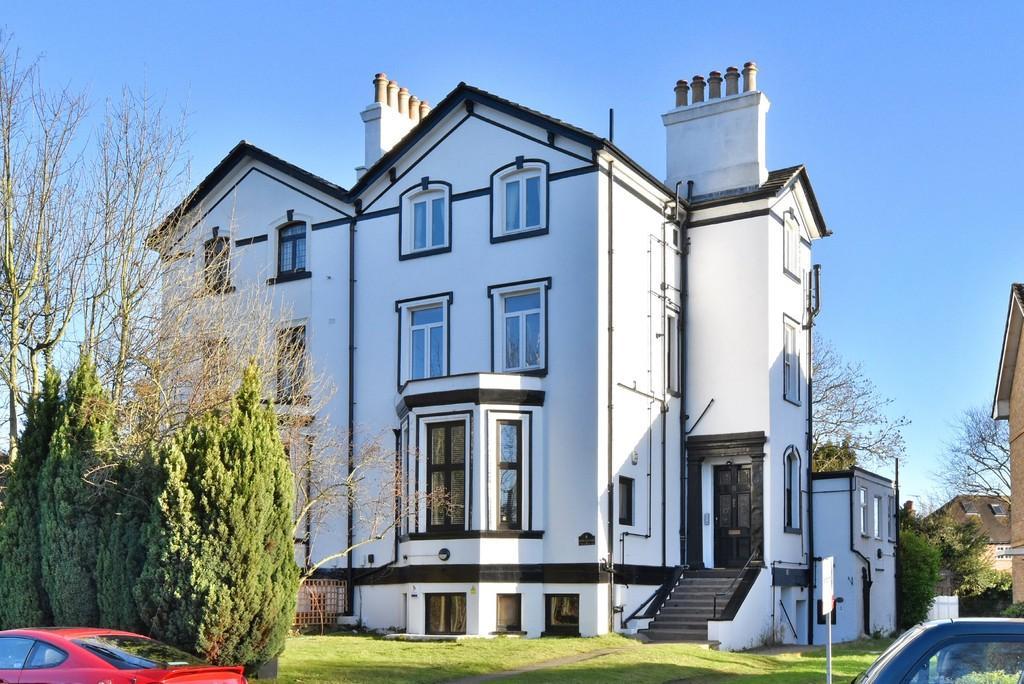 2 Bedrooms Flat for sale in Lawrie Park Crescent, SE26