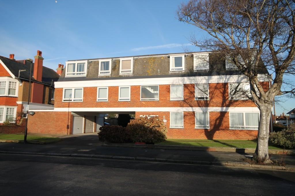 2 Bedrooms Apartment Flat for sale in Church Walk, Worthing BN11 2LT